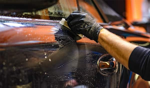 como lavar un auto